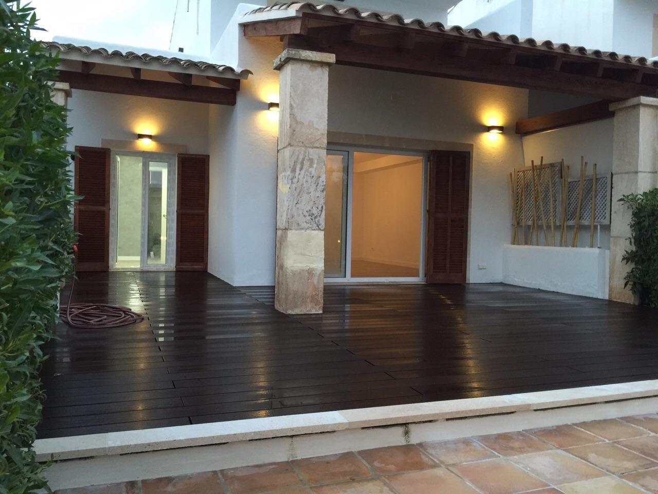 Terraza de chalet en venta en zona residencial junto a cala Mendia, Mallorca