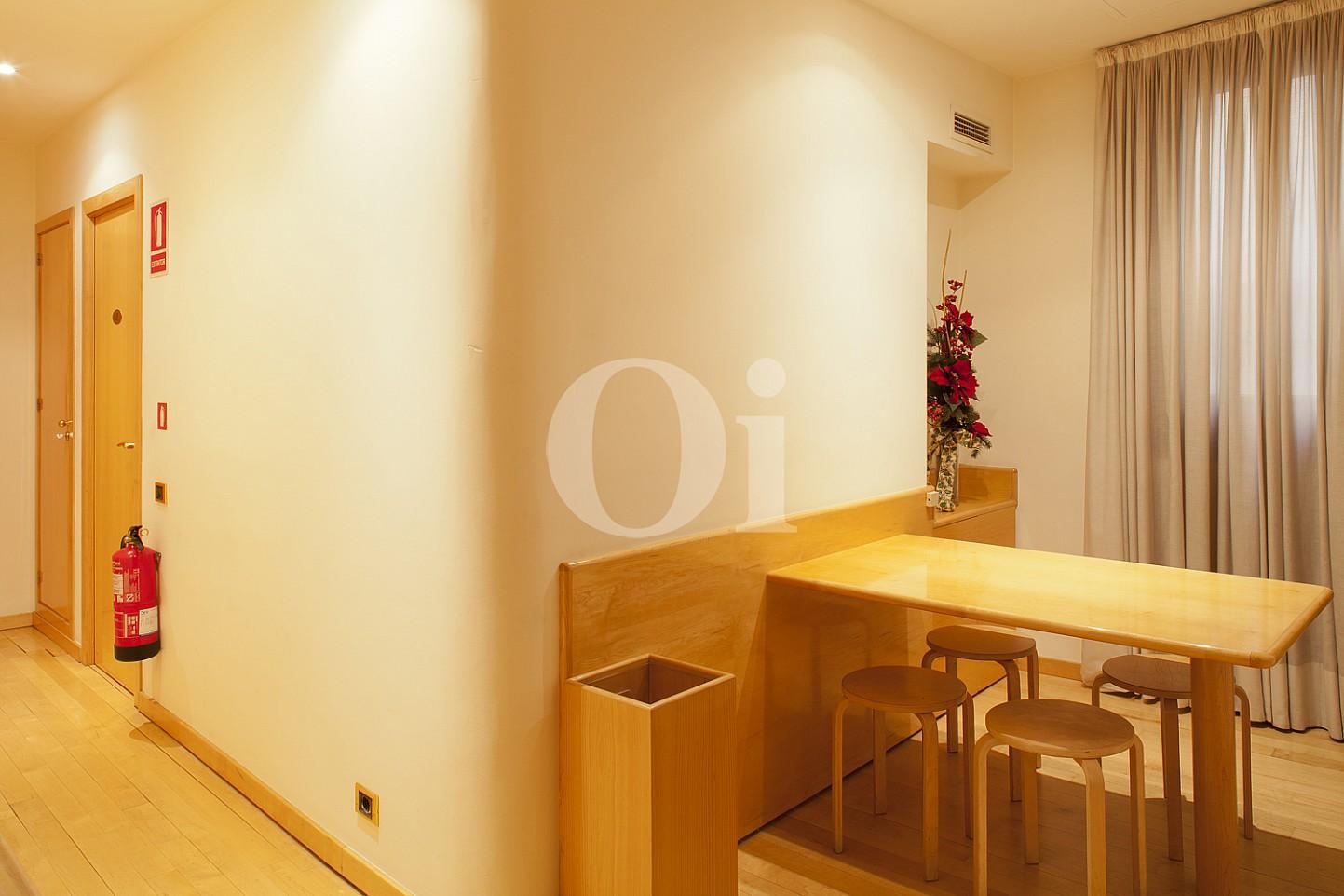 Verschiedene Räume einer eleganten Wohnung zum Verkauf in Barcelona, neben Paseo de Gracia.