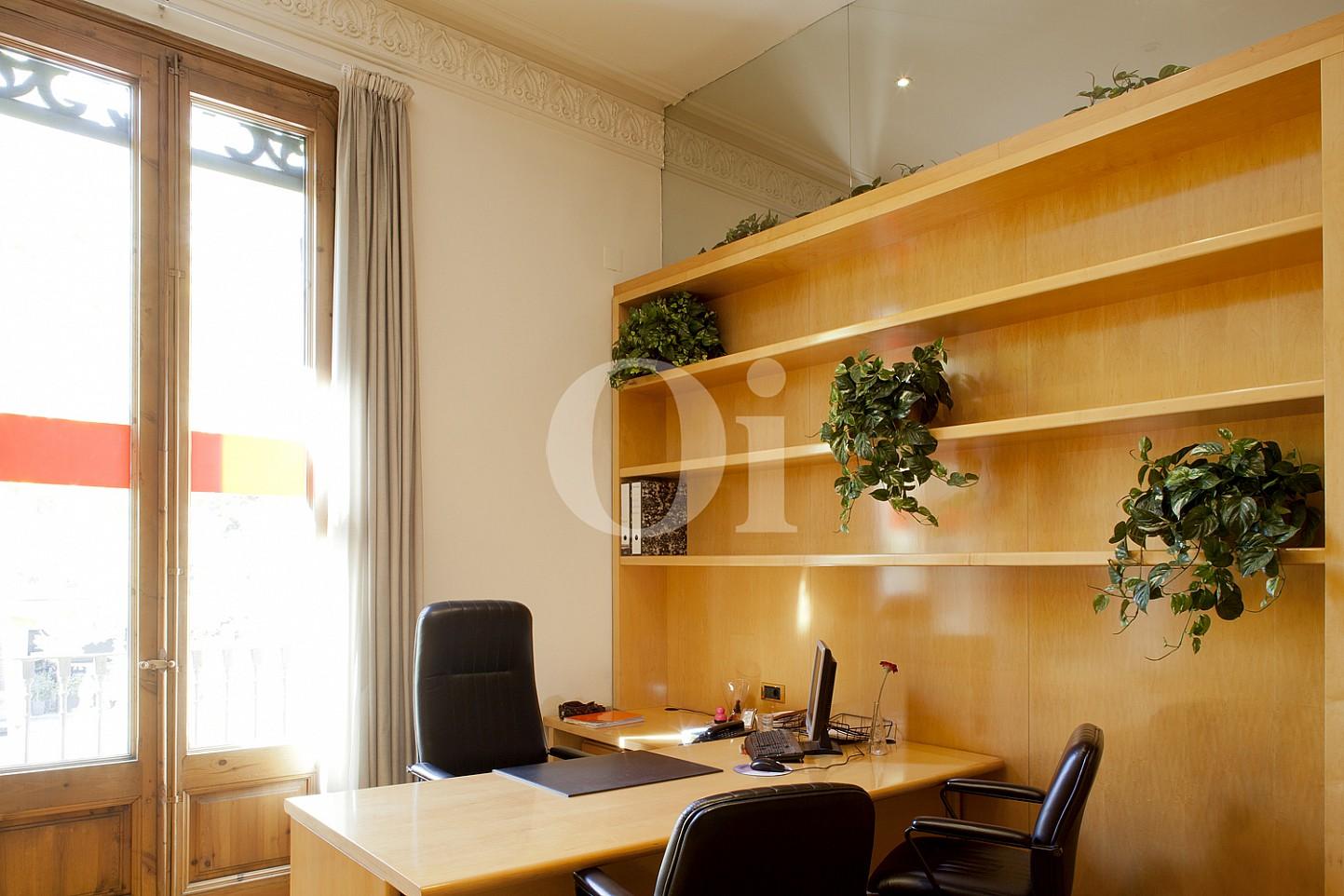 Despacho de elegante propiedad en venta en Barcelona junto al Paseo de Gracia