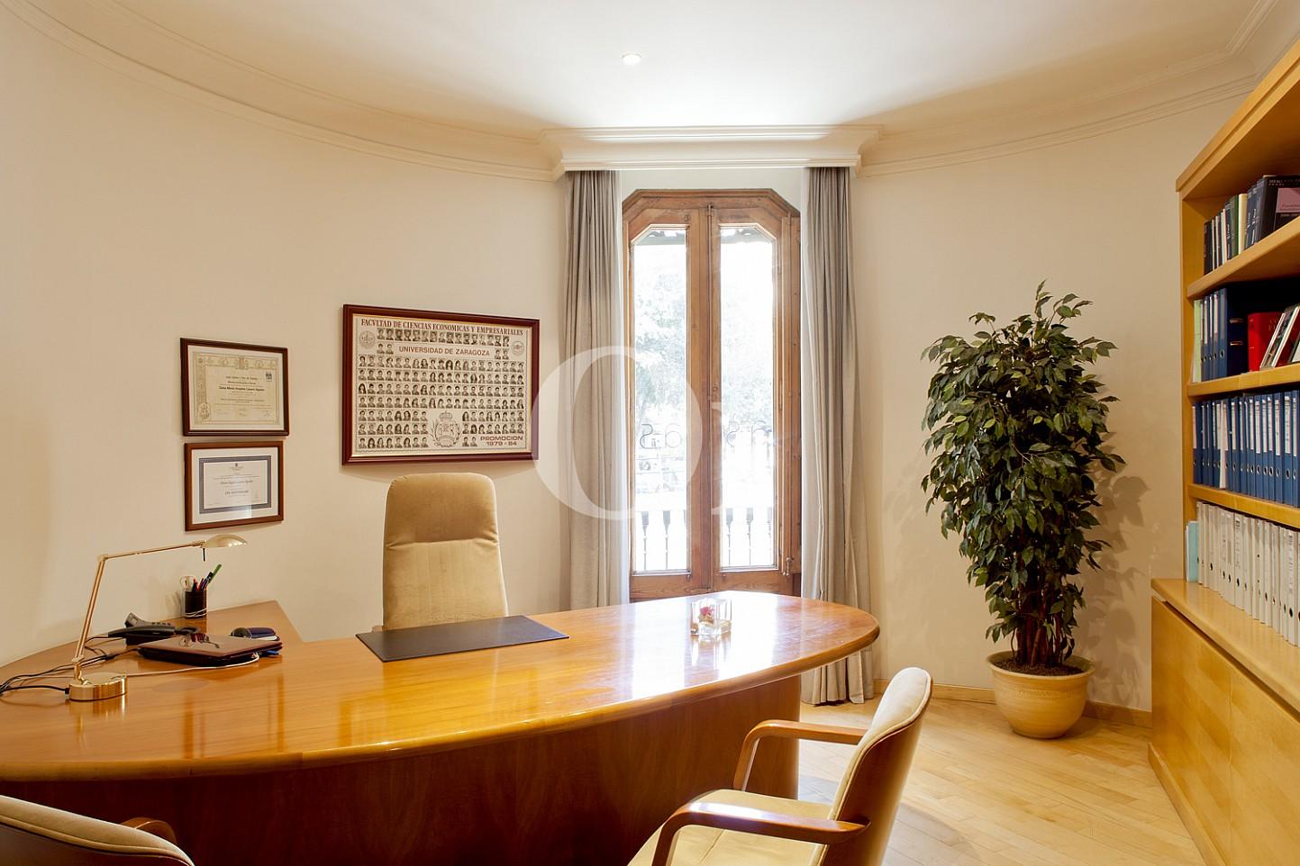 Arbetiszimmer einer Wohnung zum Verkauf im Viertel Eixample Derecho Barcelonas