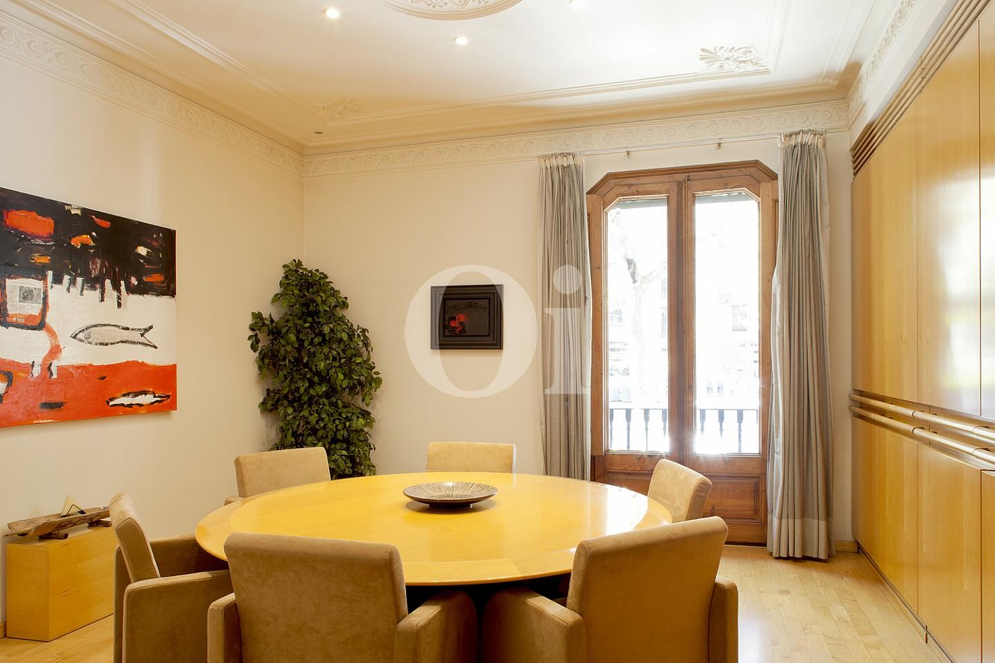 Sala de conferències  d'un pis en venda al barri Eixample Dreta de Barcelona