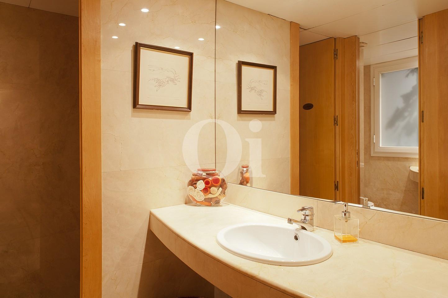 Baño de propiedad de lujo en venta en Barcelona