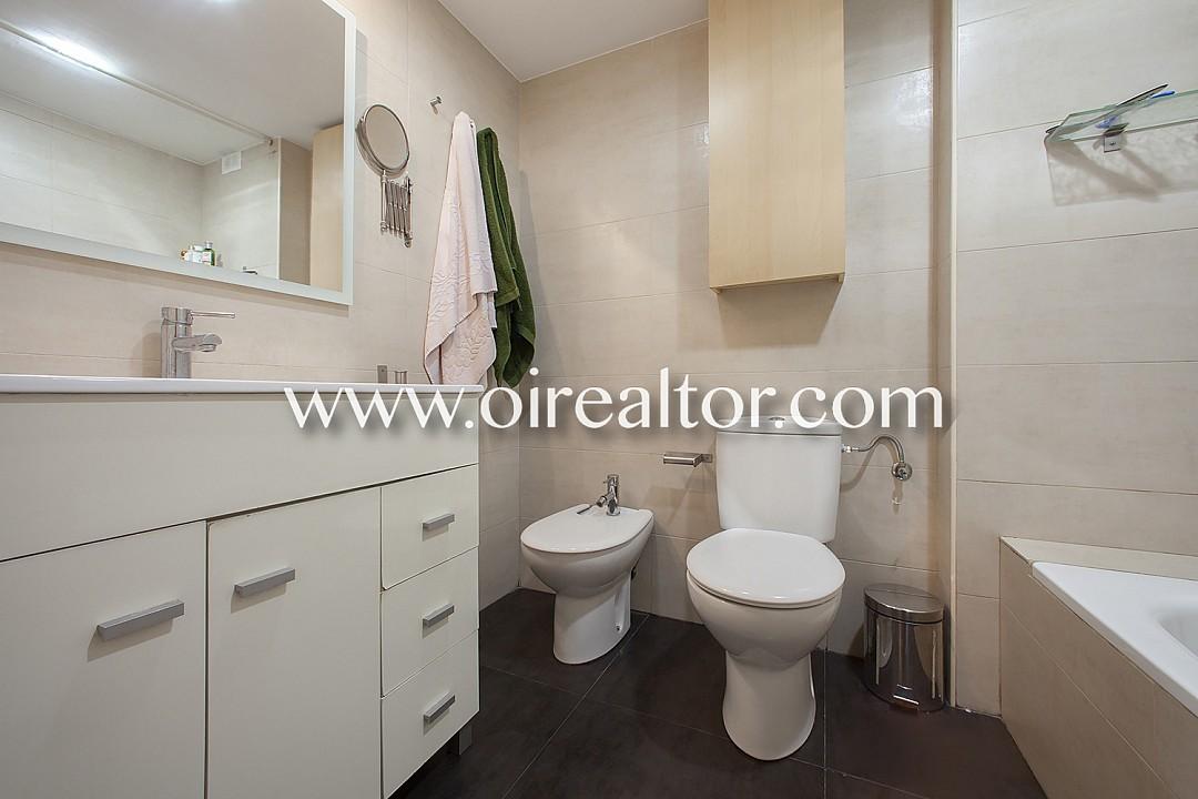 Продается квартира с бассейном на площади Лессепс, Грасия, Барселона