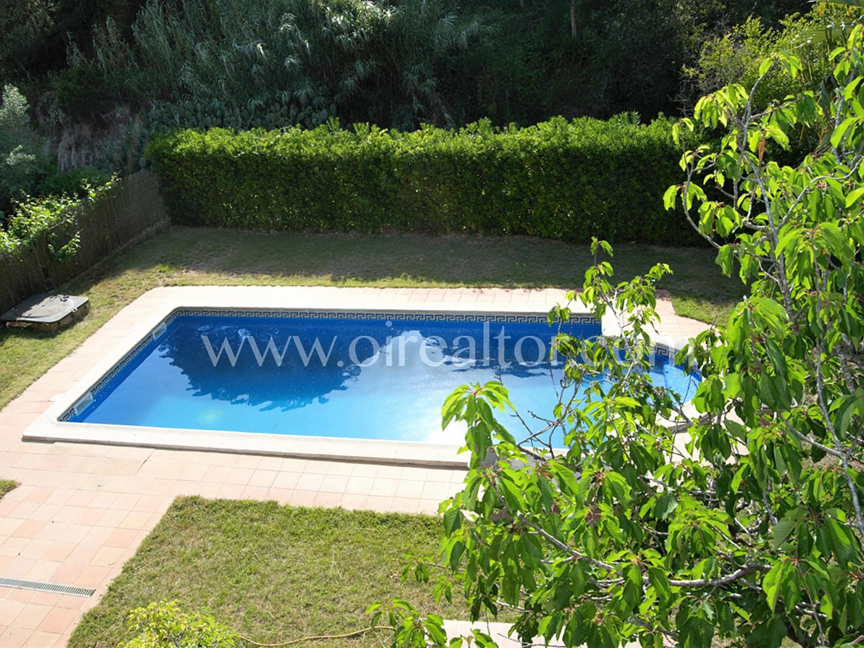 Дом с бассейном на продажу в Льорет-де-Мар