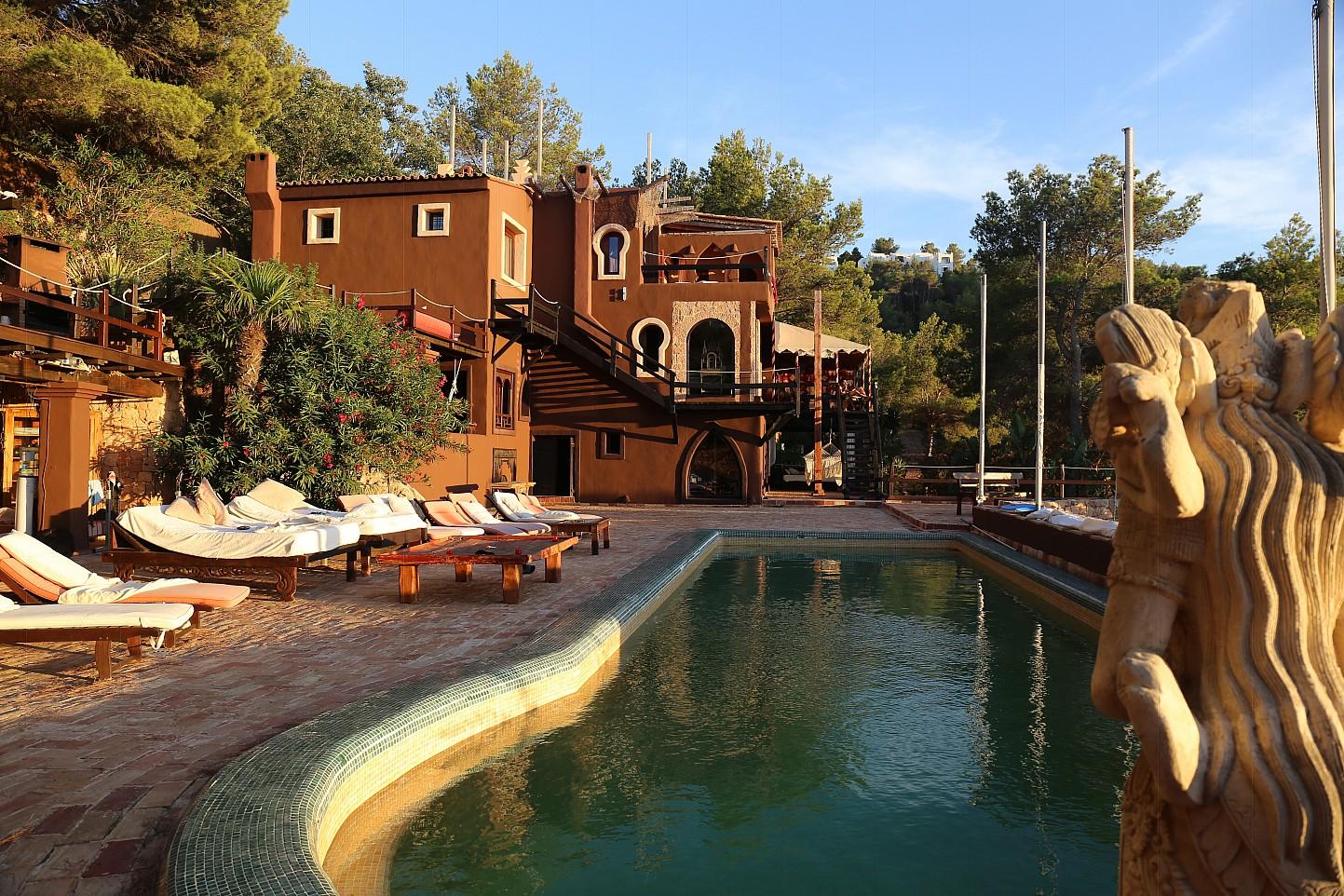 Piscina propia de villa única de lujo en alquiler en Portixol, Ibiza