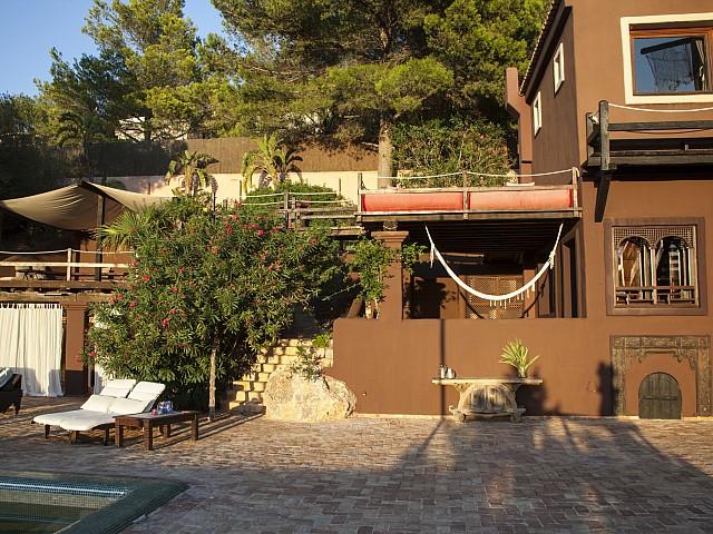 Exteriors d'una villa única de luxe en lloguer a Portixol, Eivissa