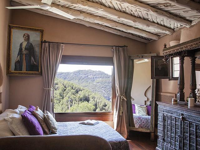 Dormitori amb vistes d'una villa única de luxe en lloguer a Portixol, Eivissa