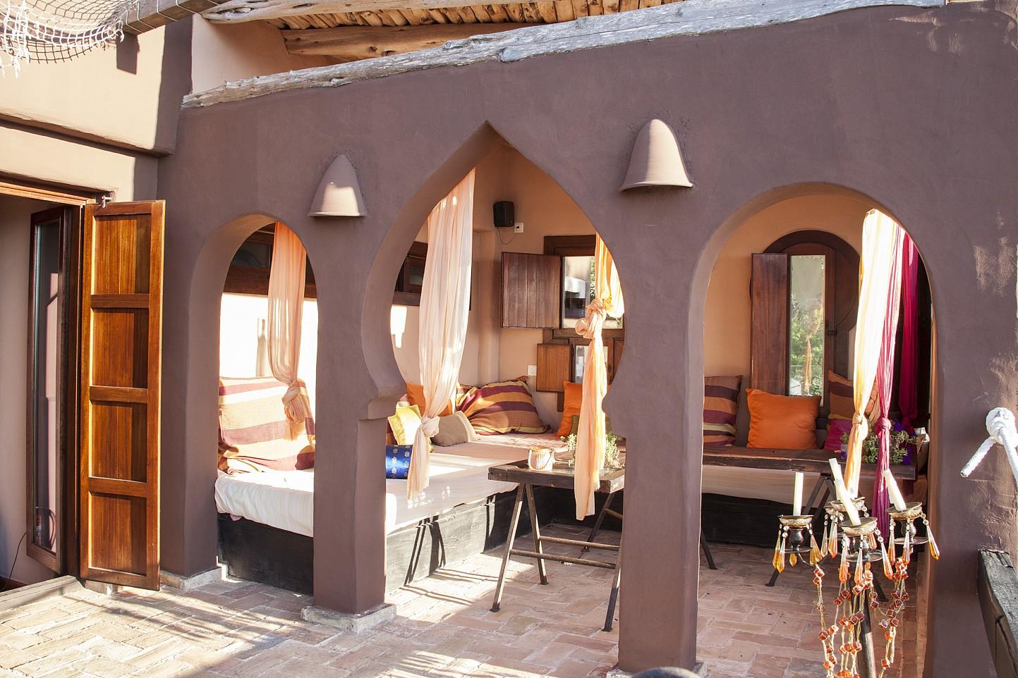 Exterior d'una villa única de luxe  en lloguer a Portixol, Eivissa