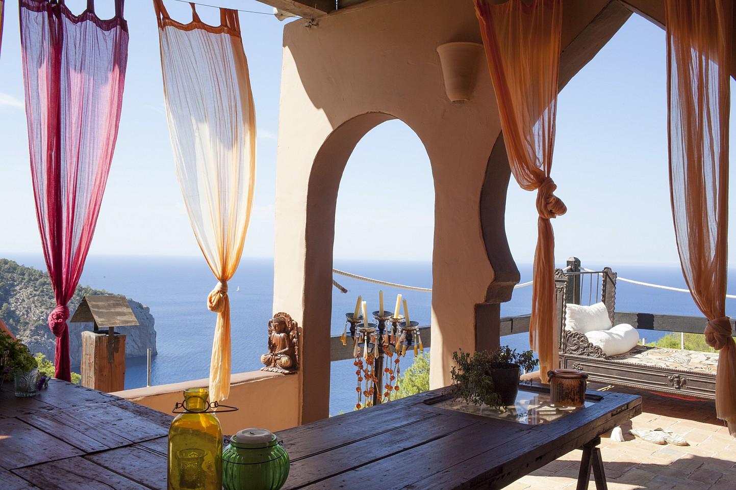 Vistes d'una villa única de luxe  en lloguer a Portixol, Eivissa