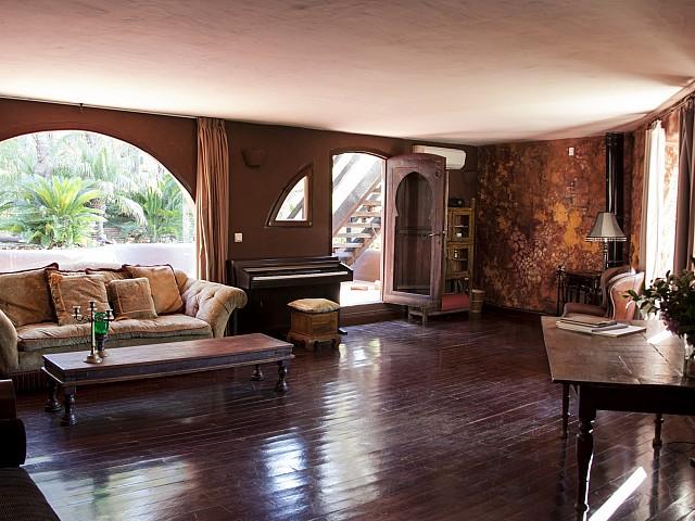 Sala de estar de villa única de lujo en alquiler en Portixol, Ibiza