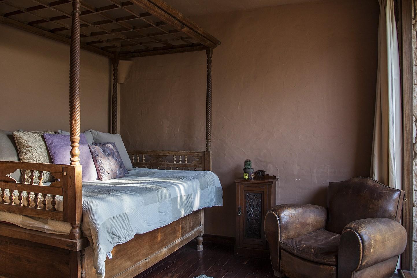 Красивая спальня виллы в аренду на Ибице