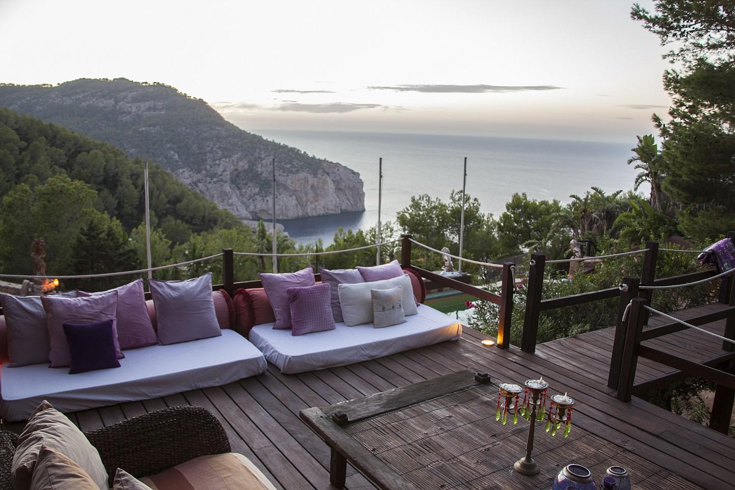 Terraza de villa única de lujo en alquiler en Portixol, Ibiza