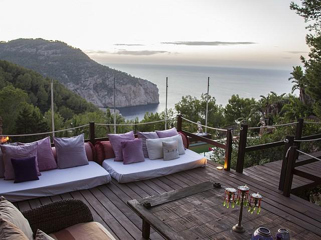 Exteriors amb vistes d'una villa única de luxe en lloguer a Portixol, Eivissa