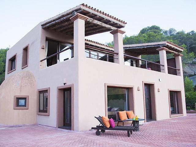 Preciosa villa en alquiler con vistas panorámicas en San Miguel, Ibiza