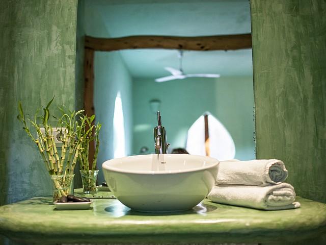 Baño de preciosa villa en alquiler con vistas panorámicas en San Miguel, Ibiza