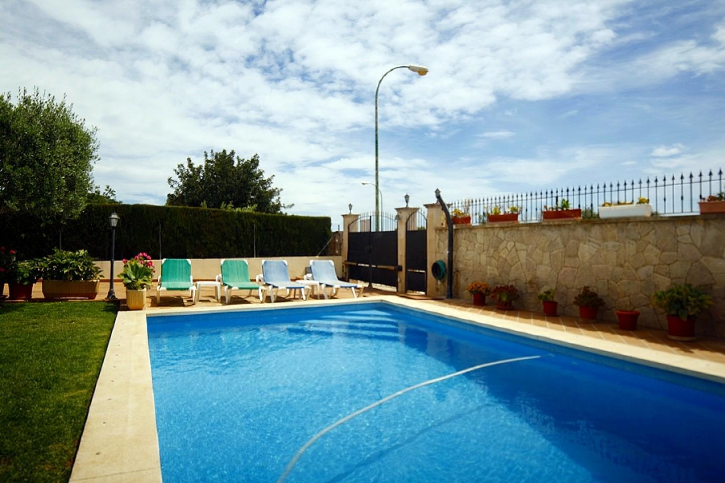 Piscina propia de casa unifamiliar con mucho encanto en venta en Llucmajor, Mallorca