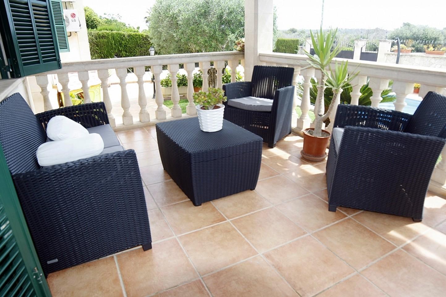 Terraza de casa unifamiliar con mucho encanto en venta en Llucmajor, Mallorca
