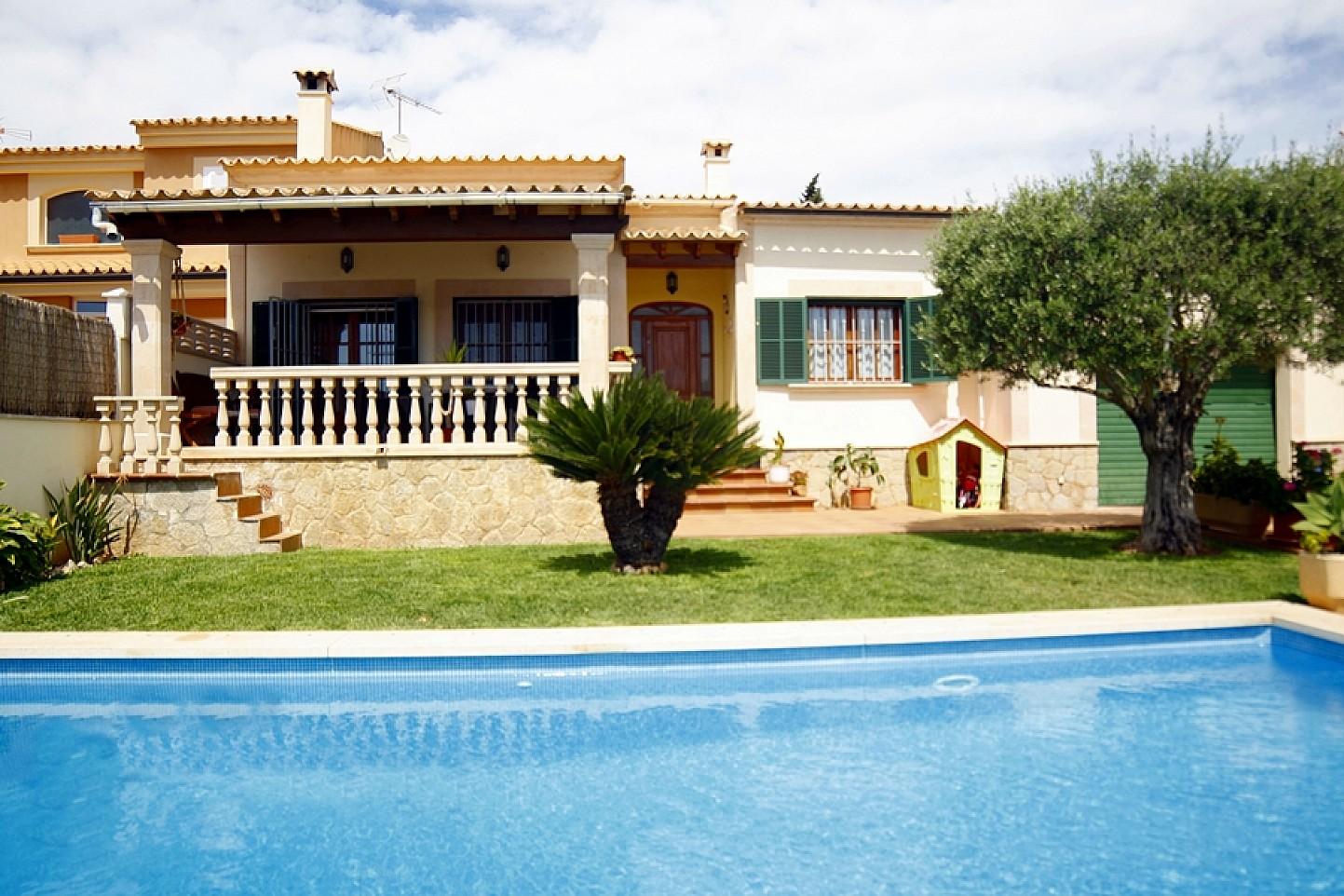 Fachada de casa unifamiliar con mucho encanto en venta en Llucmajor, Mallorca
