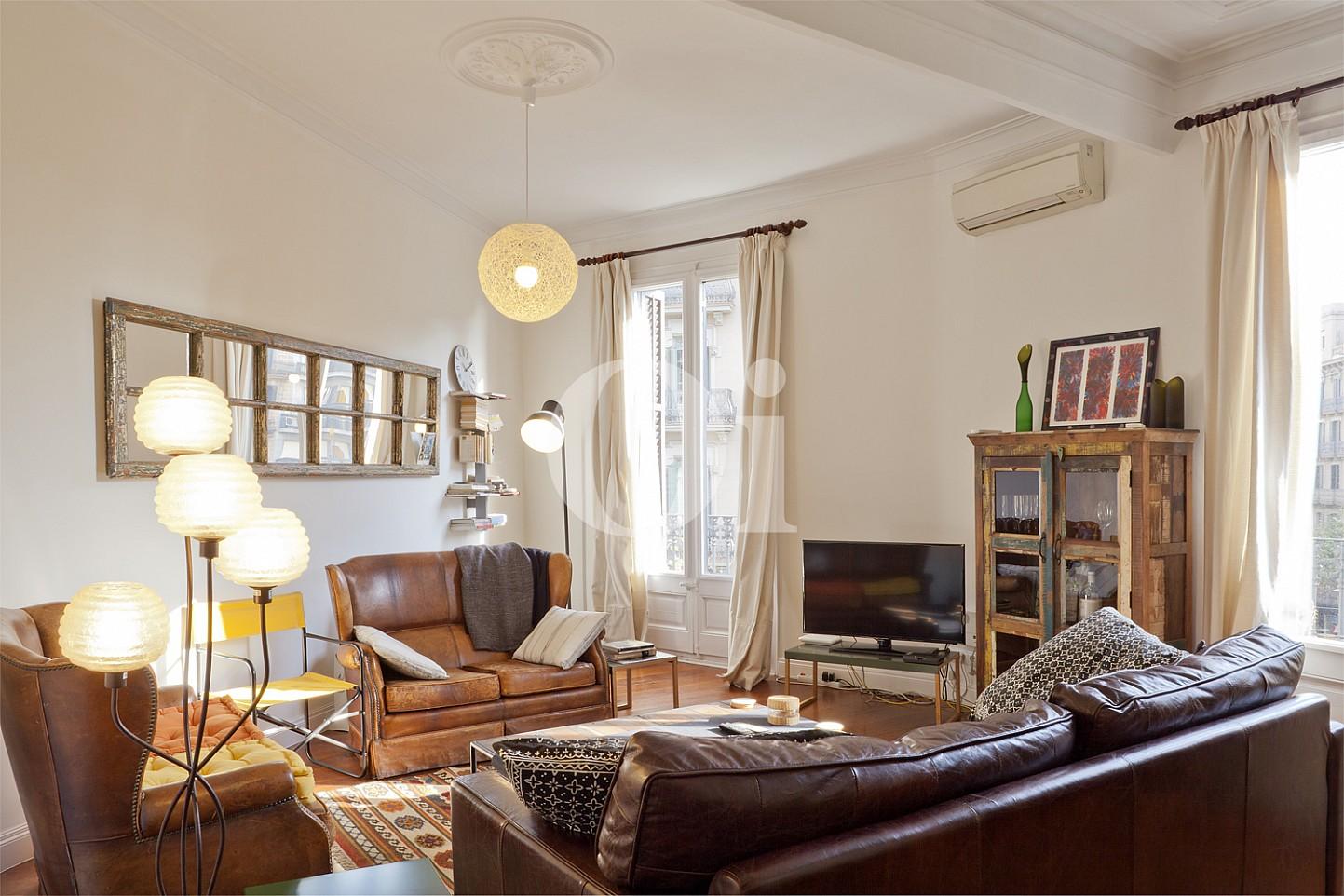 Роскошная гостиная квартиры на продажу в Eixample Derecho