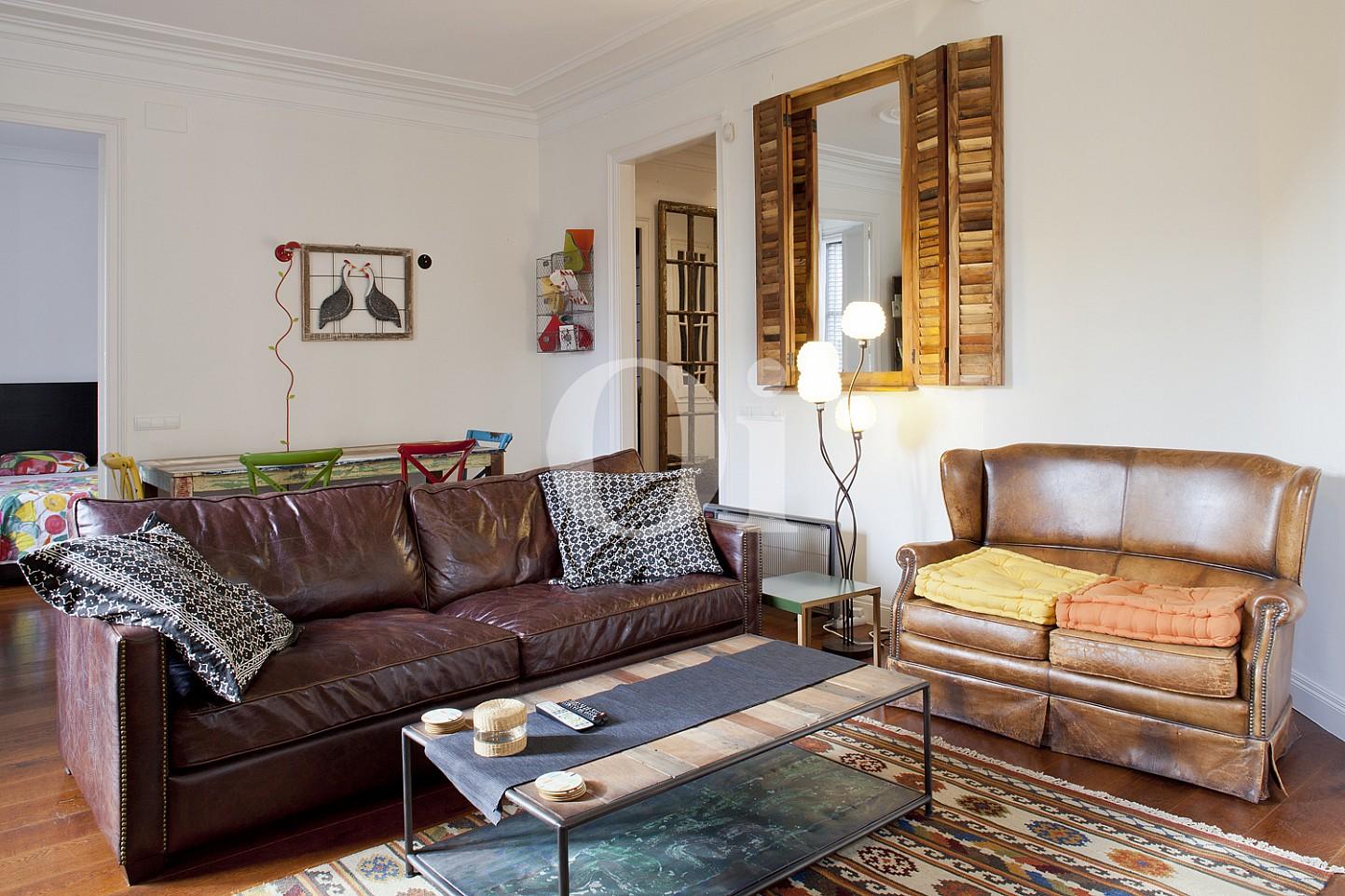 Sala de estar de maravilloso piso en venta en el corazón del Eixample, Barcelona