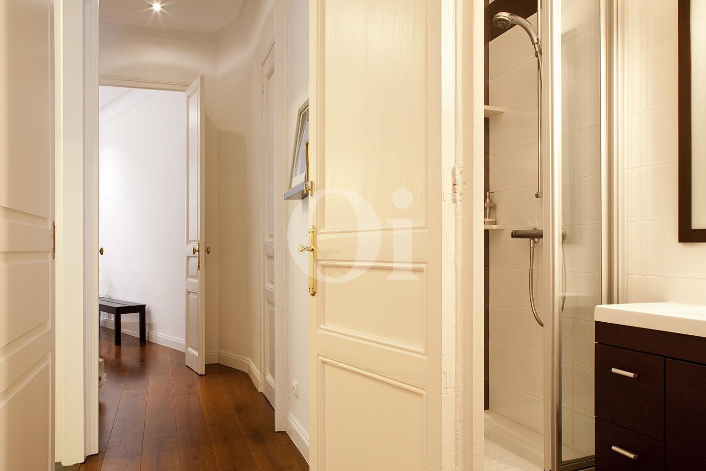 Pasillo de maravilloso piso en venta en el corazón del Eixample, Barcelona