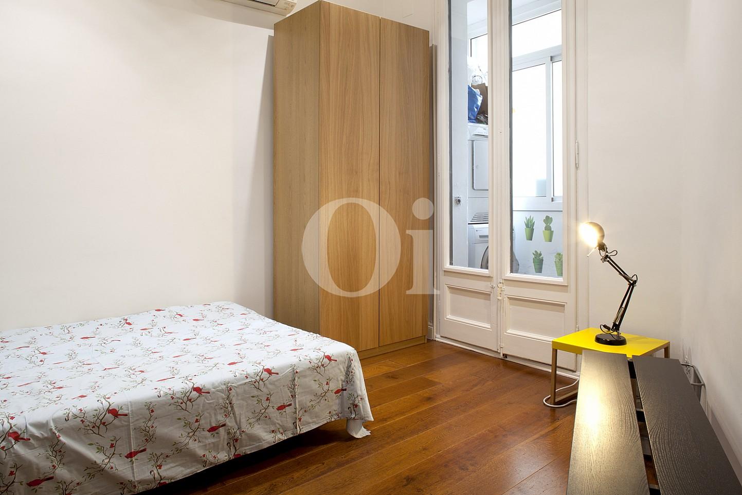 Уютная спальня квартиры на продажу в Eixample Derecho