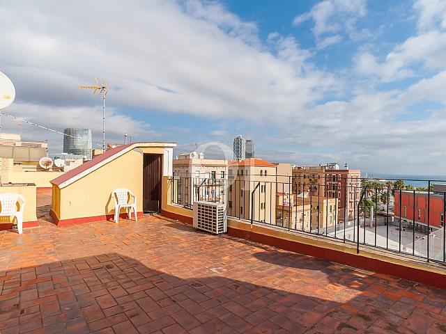 Terraza de apartamento con espectaculares vistas al mar en venta en la Barceloneta