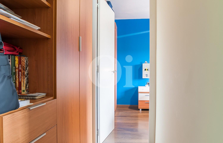 Pasillo de apartamento con espectaculares vistas al mar en venta en la Barceloneta