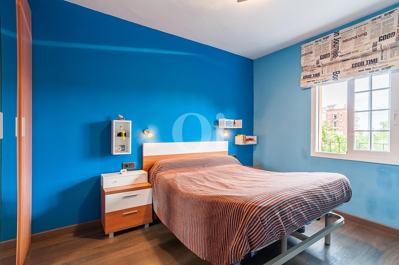 Dormitorio de apartamento con espectaculares vistas al mar en venta en la Barceloneta
