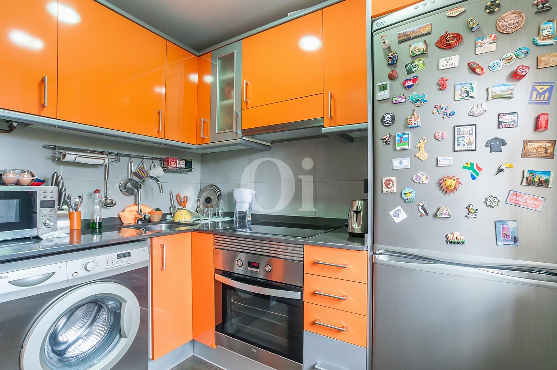 Cocina de apartamento con espectaculares vistas al mar en venta en la Barceloneta