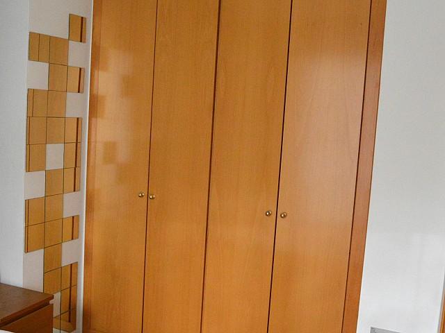 Встроенный шкаф квартиры в аренду в Fort Pienc