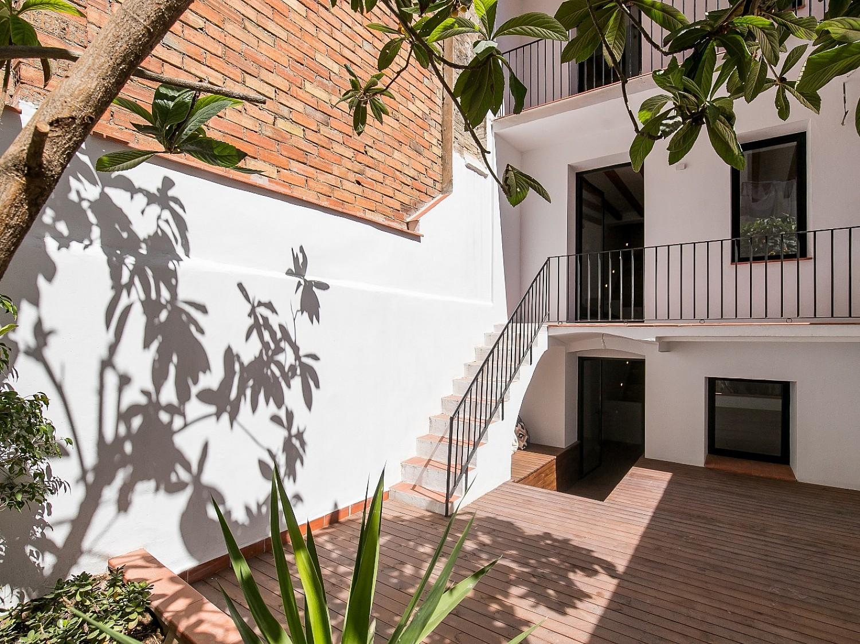 Купить квартиру на продажу Барселона с террасой с новым ремонтом