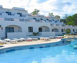 Complex residencial d'apartaments a la badia de Portinax Eivissa