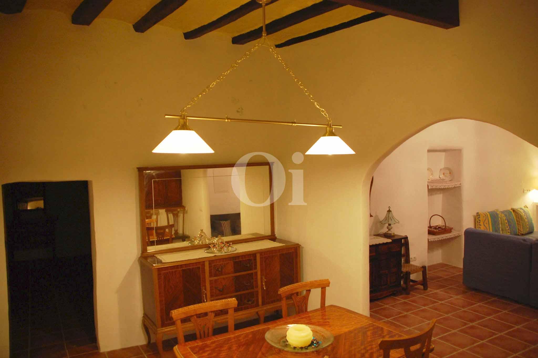 Wohn-Esszimmer mit amerikanischer Küche eines schönen Haus zur Miete in Ses Salines, Ibiza
