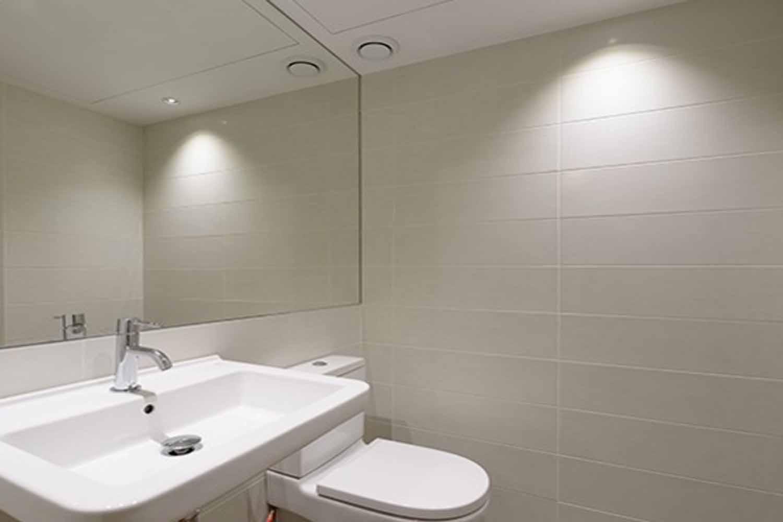 Примерный вид ванной комнаты дуплекса на продажу в Грасии