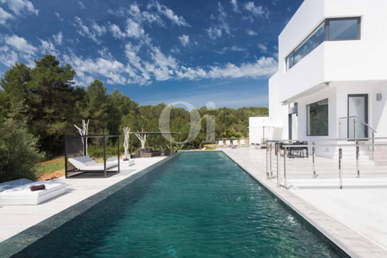 Piscina  de lujosa villa en venta en Santa Gertrudis, Ibiza