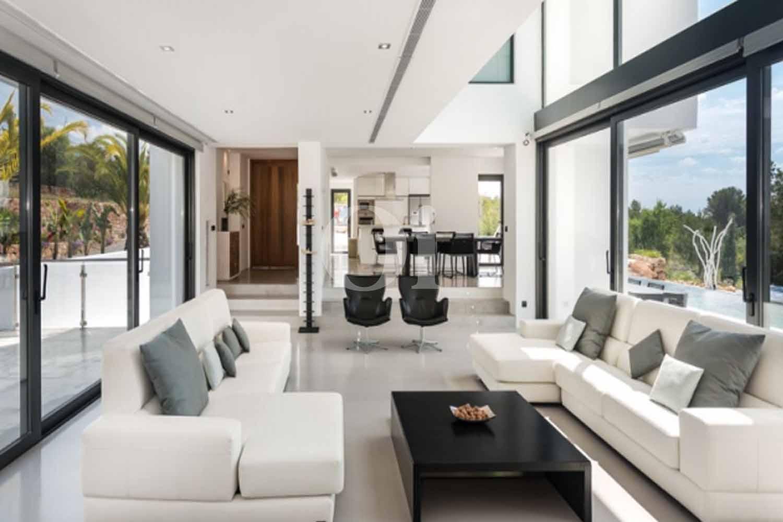 Wohn-Esszimmer einer luxuriösen Villa zum Verkauf in Santa Gertrudis, Ibiza