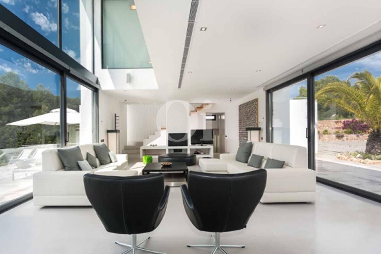 Sala de estar de lujosa villa en venta en Santa Gertrudis, Ibiza