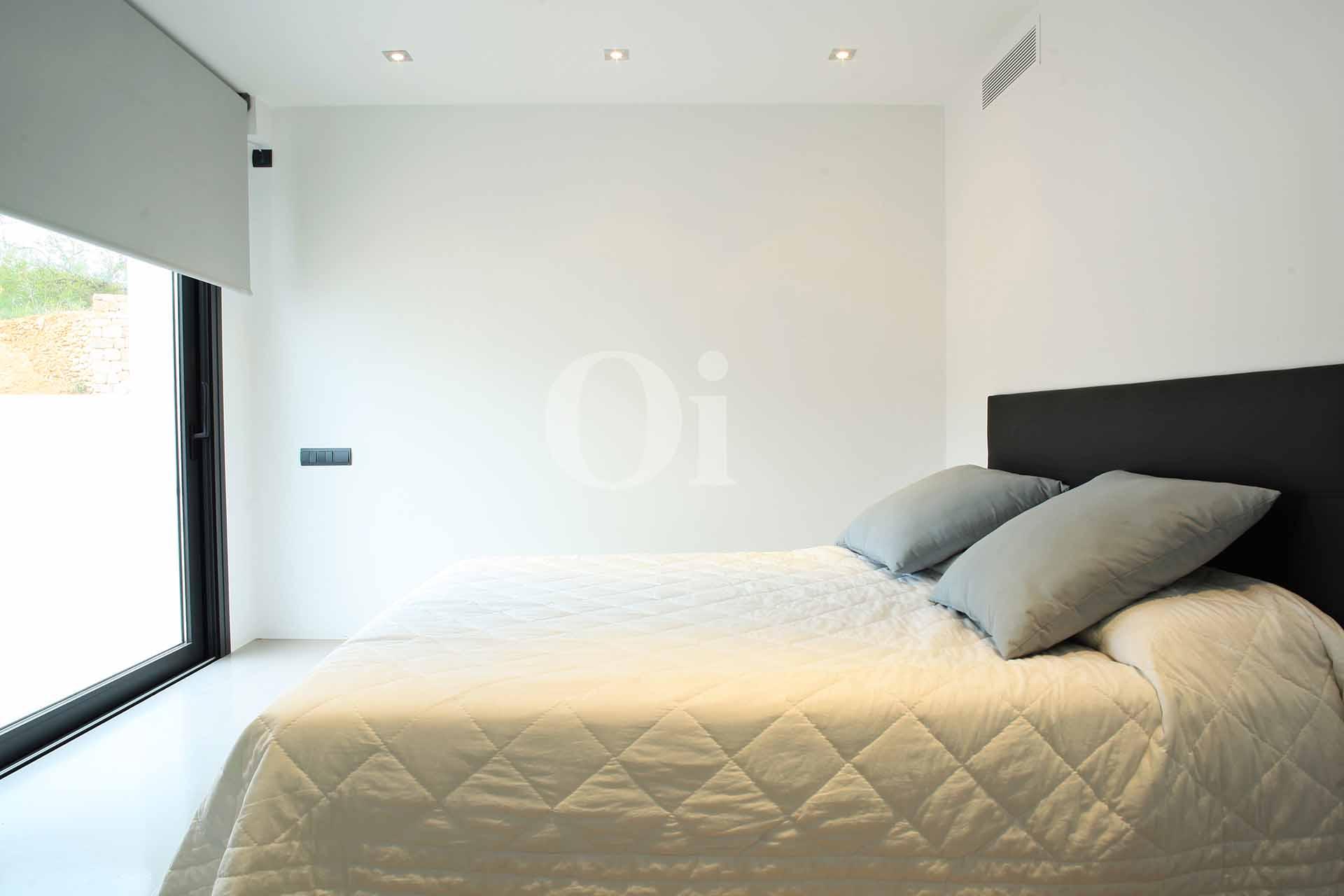 Habitación de matrimonio de lujosa villa en venta en Santa Gertrudis, Ibiza