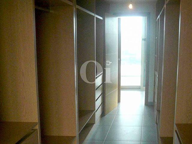 Schlafzimmer mit Zugang nach aussen einer Villa zum Verkauf in Can Furnet, Ibiza
