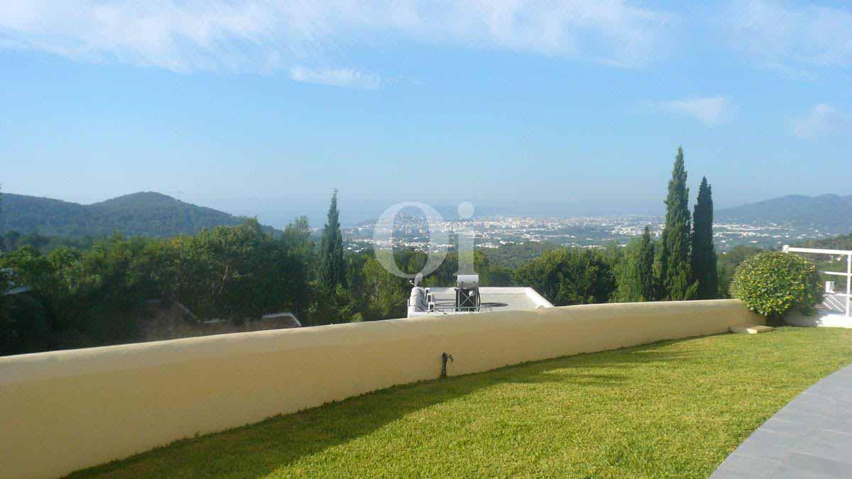 jardín de impresionante villa en venta en Can Furnet, Ibiza