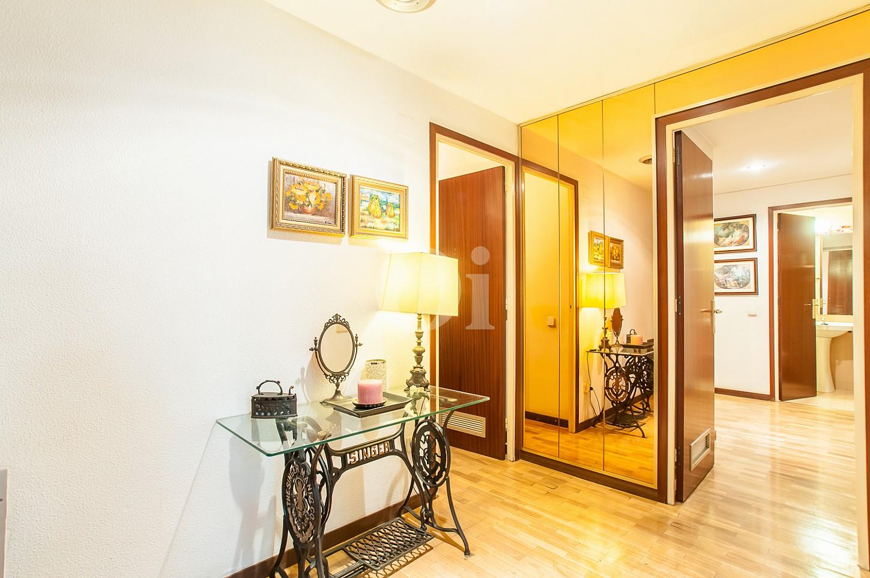 Accés als dormitoris d'un pis en venda a l'Eixample Dreta de Barcelona