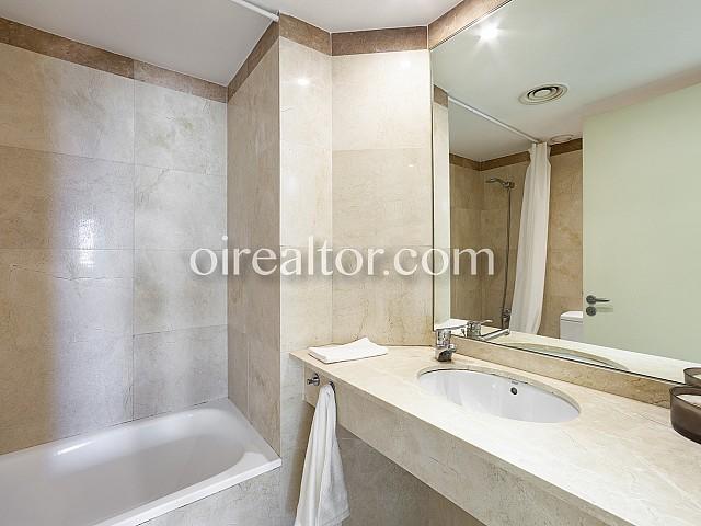 Baño de precioso piso en alquiler Diagonal Mar, Barcelona