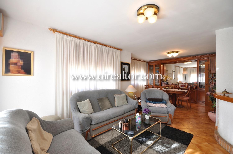 Продается дом в центре Ареньс де Мунт