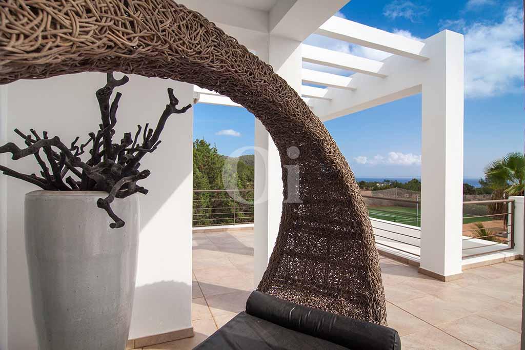 Porxo d'una vila amb piscina en lloguer a Cala Jundal, Eivissa