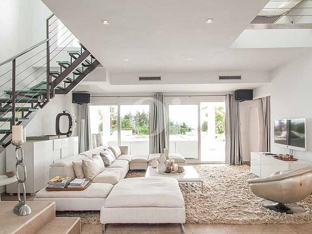 Роскошная гостиная виллы в аренду на Ибице