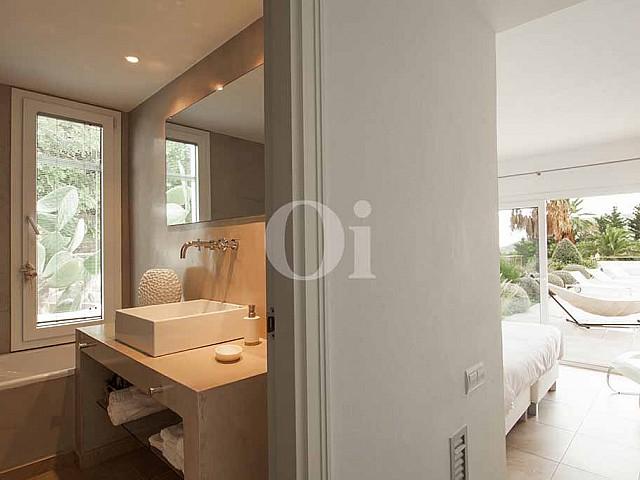 Ванная комнат виллы в аренду на Ибице