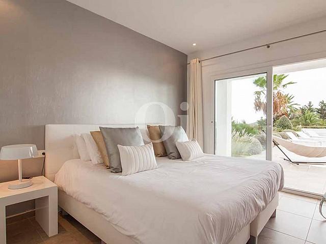 Шикарная спальня виллы в аренду на Ибице