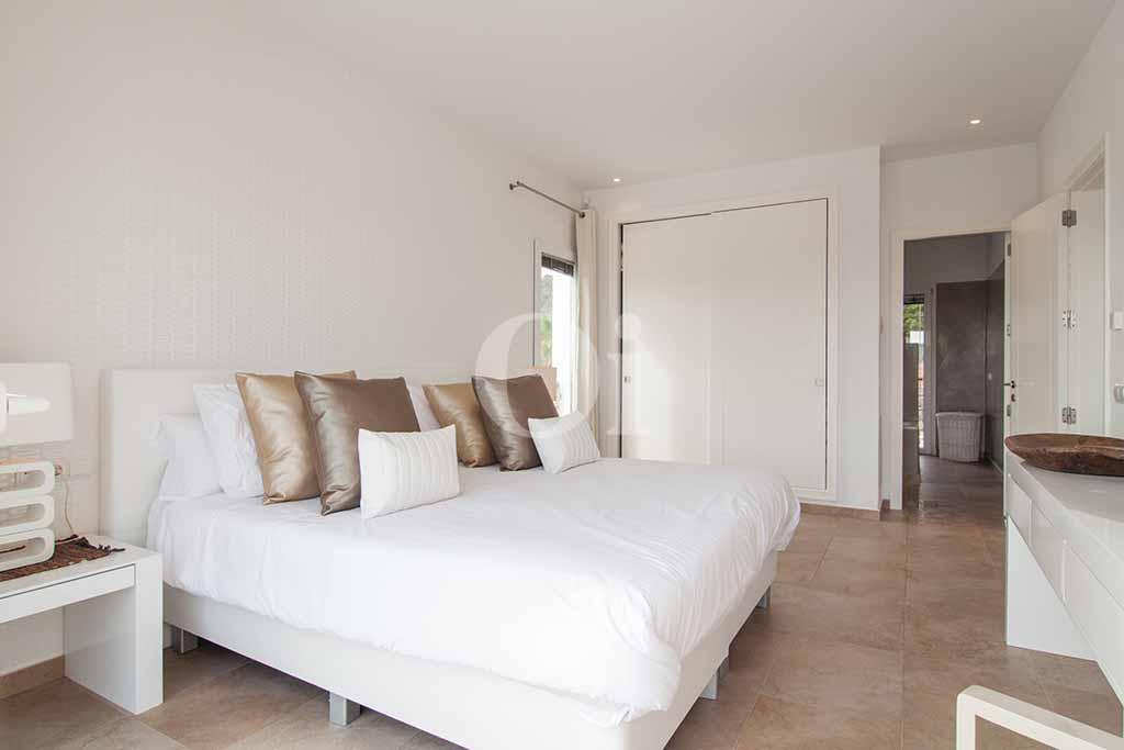 Habitación de matrimonio de villa de lujo en alquiler en Ibiza