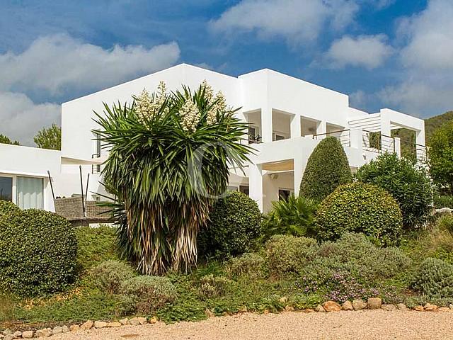 Vila amb piscina en lloguer a Cala Jundal, Eivissa